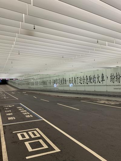 電車で桃園空港より台北駅まで移動です。