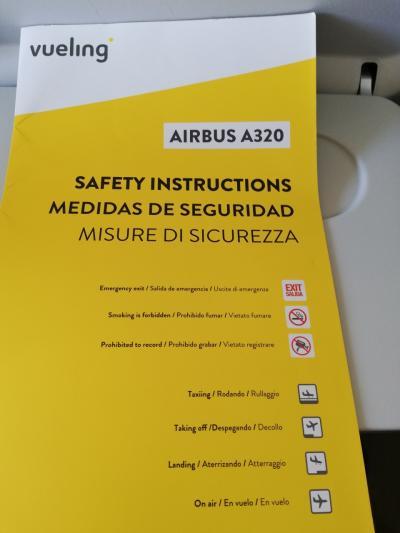 Vueling航空でバルセロナからポルトへ。<br />14:15発、15:10分着とあったので、<br />東から西へ45分とは、イベリア半島意外に小さいと思ってたら、<br />スペインとポルトガルに1時間の時差があることを知らなかった。