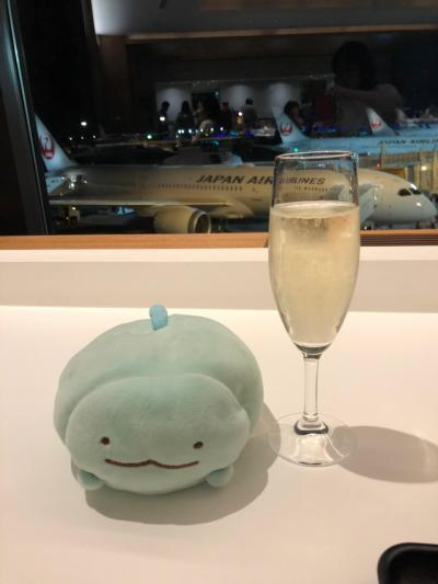 週末の仕事終了後、急いで成田空港へ、搭乗までの短い時間でしたが、旅のスタートです。<br />乾杯!