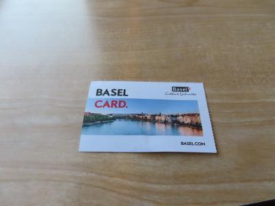 今回はバーゼルの駅前ホテルに宿泊していたので宿泊日数分のバーゼルカードを貰いました。<br />ホテルでチェックインする時にもらえてバーゼル市内の交通が無料、美術館などの金額が半額になるなどとっても重宝しました。<br /><br />バーゼルを拠点にスイスのベルン、フランスコルマールを観光しました。<br />
