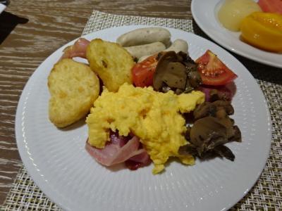 朝食の写真。シーフード苦手な私は、ここぞとばかり頂きました。
