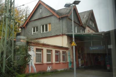 クロンベルク駅<br /><br />クロンベルク駅は無人駅のようで、ドアが閉まっていて中には入れませんでした。<br />ホテルの日本人スタッフがコインロッカーはないと言っていましたが、その通りのようです。