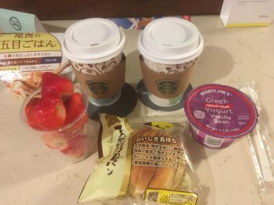 時差ぼけか、0時前、2時過ぎ、と目が覚めましたが6時半まで眠れました。<br />朝ごはんはホテルのコーヒー、トレダージョーズで買ったいちごとヨーグルト、日本から持って来たパン。<br />夕食の残りの五目御飯もありましたが、食べきれず廃棄しました。<br />いちご、1パック3.69ドルだったので、現地の方がどんどん買われていたので買ったのですが、大粒で美味しく、アメリカサイズなのでかなりの量が入っており、お買い得でした。なんならもう1パック買えばよかった。