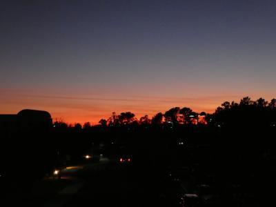 18:00過ぎに部屋を出ました。<br />この時間は夕焼けがとってもキレイです(^^)