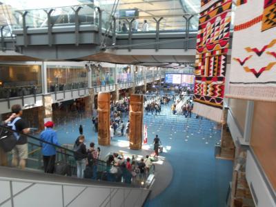 バンクーバーの空港、いろいろ飾ってありました。<br />