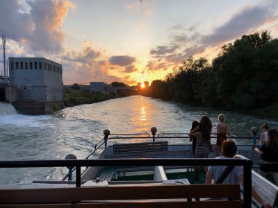 ディナークルーズの夕陽。