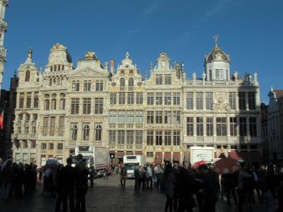 ブリュッセルに来たら、誰もが訪れる大広場のグラン・プラス。<br />ギルド(職業別組合)ハウスに囲まれた約110m×70mの方形広場。