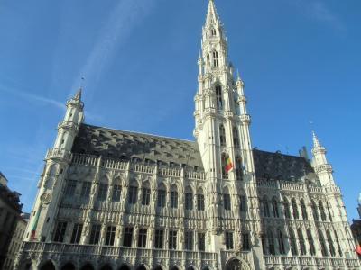 15世紀に建てられたゴシック・フランボワイヤン様式の市庁舎。<br />