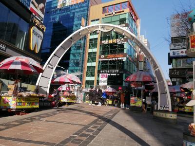 釜山二日目。ホテルでの簡単な朝食をいただきました。<br />徒歩でBIFF広場へまた遊びに来ました。<br />またもやホットクを食べました。