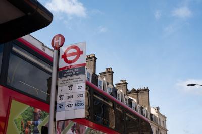 まずは、バスでアビーロードを目指します。