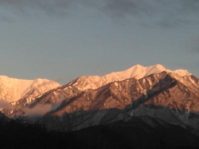 朝焼けの時間山が美しい。