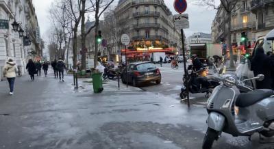 この写真の時よりまだ空が薄暗かったですが、街へ繰り出します。<br /> <br />この日の観光は、全て歩きでした。<br />パリに行くのが初めてだったので、今回はメジャーなところしか行かないし、歩いて回れるだろう(バスや電車が不安だったこともあり)ということで、ひたすら歩きました!