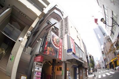 定宿から出立します。<br />赤坂の繁華街で気になる店を発見