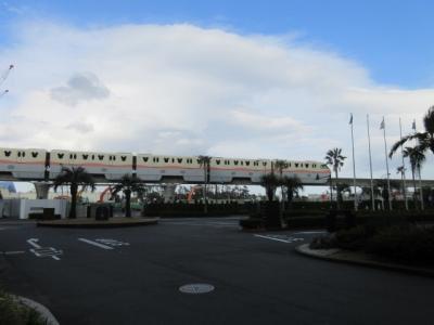「シェラトングランデ東京ベイ」はディズニーリゾートラインのベイサイドステーションの前にある巨大ホテル。<br /><br />ミラコスタやディズニーランドホテル、アンバサダーよりはずっとリーズナブルで、ヒルトンと同じ位の値段のホテルです。<br /><br />