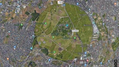 まずはこちらをご覧いただこう。<br />画像はGoogleマップからのパクリです。<br /><br />横浜市西部、泉区と戸塚区の区界にぽっかりと浮かぶ円形状の空き地。<br />まぁいきなり結論なのだが、この円形の場所は「深谷通信所跡地」。在日アメリカ海軍基地として使用されていた場所で、5年ほど前に施設を含めた土地全体が日本へ返還されたとの事。<br />まぁ細かいことはwikipediaに掲載されているので、深谷通信所で見て頂ければと。<br /><br />それにしても、こんなにきれいな円形の空き地が横浜にあったとは。見た感じ只のだだっ広い空き地なんですが、何かネタが隠されていそうな気もするので、ちょいと行ってみます。