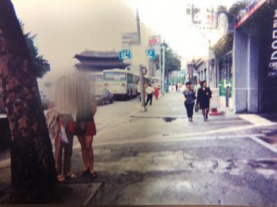 たぶん南大門あたりの写真だと思います。<br />ソウル駅~南大門~明洞あたりをよく歩きました。<br />新沙にも行ったはずですが写真が残っていません。