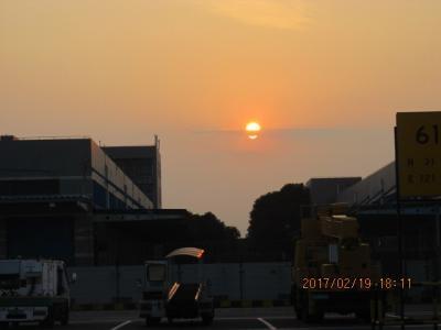 暮れなずむ上海浦東空港。