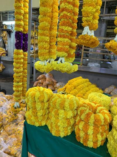 こちらの黄色い菊の花は仏教用のお供えに使うのでしょうか。