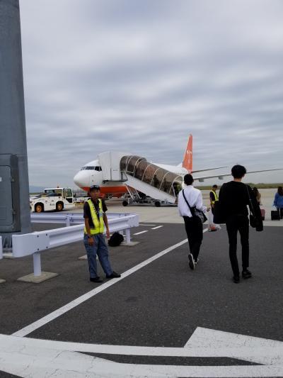 出発日、関空待合せ~少し曇ってます。<br />でもワクワク、チェジュ航空利用、関西空港第2ターミナルは初めてです。<br />利用者が少ないので出国は1タミよりスムーズでいいですね。