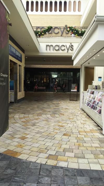 メイシーズ。アメリカの百貨店です。百貨店というより、巨大セレクトショップってかんじでした。
