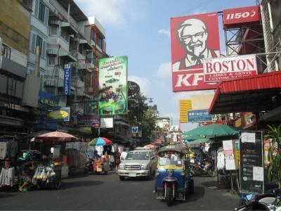 カンボジアとの国境からバスを利用してバンコクに到着。<br />とりあえず、カオサン通りに安宿を探す。