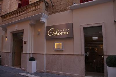 マルタ旅行の拠点としたのは、ヴァレッタのOsborne Hotel。<br />ヴァレッタは坂道が多い街ですが、バスターミナルからアップダウンなしで徒歩5分ほどで着くので、アクセスが便利です。