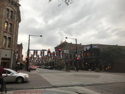 15thストリート方面からラリマーストリートを真っすぐいくとラリマースクエアが始まります。