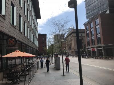 16thストリートからユニオンステーションに向かって歩きます。