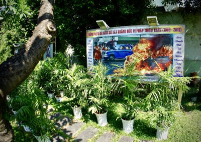 【=ティック クアン ドック師廟/Thick Quang Duc Monument=】<br /><br />XOツアーというホンダバイクの後ろに乗っけてもらいながら、ホーチミン市内を観光案内してくれるツアーに参加しました。<br />