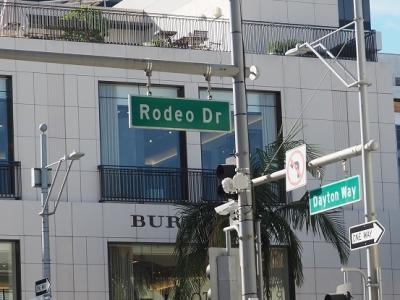 セレブの街、「Beverly Hills」(ビバリーヒルズ)へ!<br />ツアーでは車窓だけなのですが、私達の希望で<br />下車する時間を作ってもらいました!<br /><br />「Rodeo Drive」(ロデオ・ドライブ)
