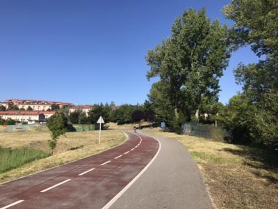 Portugalete駅で下車。<br />自転車道と歩道が整備されている。