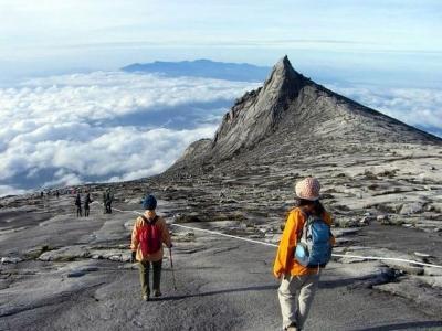 コタキナバル山、頂上は寒いです。