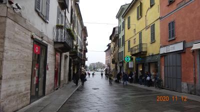 サン・ミケーレ・マッジョーレ聖堂から、約400メートル、徒歩8分程度のはず。<br />サン・テオドロ教会に向かった。