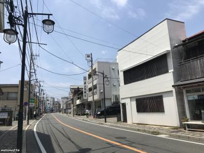 鎌倉 由比ガ浜大通り<br /><br />御成通り商店街を抜けて、由比ガ浜大通りへ。<br />こちらも歩いている人はほとんどいません。<br />これだけ人のいない鎌倉は初めてかも。
