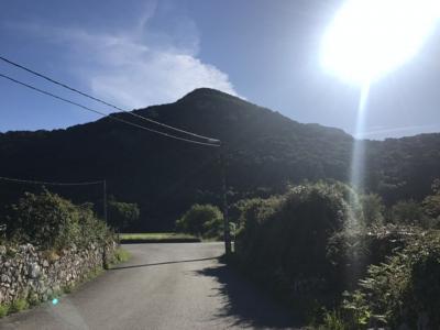 5/15水<br />Day 9 16.2km<br />Guriezo to Santoña<br />Guriezoからは自動車道の横をLiendoまで歩く。<br />LiendoからLaredoまでは山越え。<br />その後はLaredoの砂浜を歩き渡し船でSantoña着。<br />変化の多い1日だった。<br /><br />自動車道か離れて山越え<br /><br />