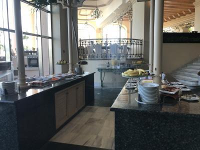 こちらが広い朝食会場。フルーツはもちろん、お味噌汁や納豆もあります!思わず食べちゃった!笑