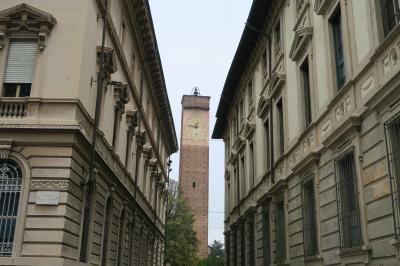 昔、パヴィアは、「百塔の街」と呼ばれていたという。<br />写真は時計塔。