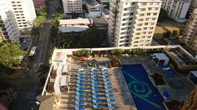 2日目、朝食を求めてホテル出発です。<br />こちらのホテル、プールもあるみたいだけど泳いでる人はあまり見かけなかったような…