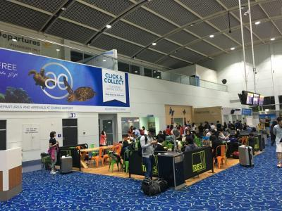 朝の5時くらいにケアンズ空港に到着。ケアンズ空港は思ったより小さくてびっくり!