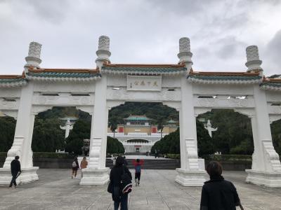 MRTで士林まで行き、バスに乗って故宮博物院へ行く。
