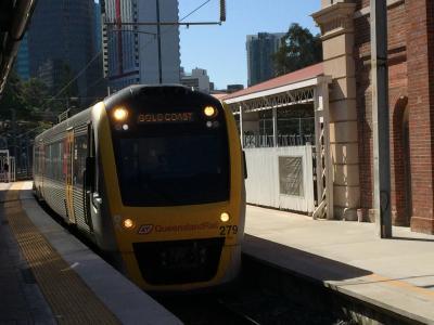 ブリスベンからゴールドコーストまで電車で行きました。
