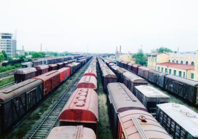 ◆到着<br /><br />ハイラル駅13:38出発。17:10満州里駅到着。<br />4時間弱の列車の旅。<br />ソ連との国境の街だけあって、貨物列車が沢山並んでいた。