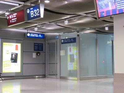 一応ではあるがルフトハンザ・エールフランスはフィレンツェ行きの便があるからそれに乗るべき。<br />深夜便との接続がいいし。