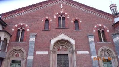16:50分 サンテウストルジョ教会を出て、教会の裏側の様子を見るために、教会の東側の公園を歩いてみた。