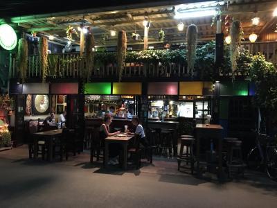 【Doo Dee Restaurant & Bar】で夕飯