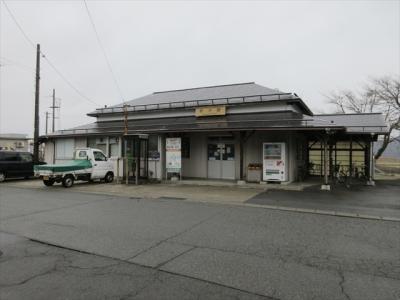 羽根沢温泉に行く途中で立ち寄った狩川.こちらは狩川駅.羽越西線の無人駅です.