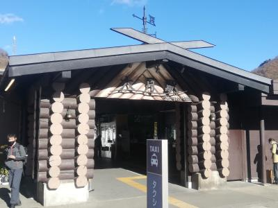 土曜日朝9時半、JR大月駅に到着。中央線沿線には日帰り登山を楽しめるところが多くあります。高尾、相模湖、藤野、猿橋、そして大月、と各駅で登山客が降りて行きます。