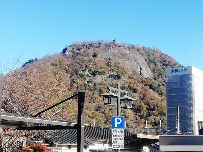 岩殿山は大月駅のすぐ北側にそびえております。灰色の岩壁が特徴的で、中央本線で山梨・長野方面に向かうときには、よく見ておりましたが、登るのは初めてです。