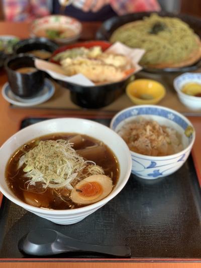 大根ラーメンと茶そばと天ぷらのセットを注文しました。<br />大根ラーメンは一日10食限定。芯まで味のしみた大根が入っていて、スープは甘めですが美味しいです。とろろごはんがついていて、ラーメンのスープをかけて食べるのがおすすめとのことでした。<br />