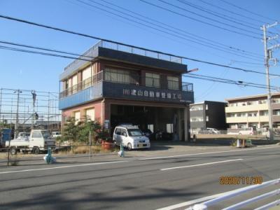 県道沿いの流山自動車西部工場の前の道を入ります。